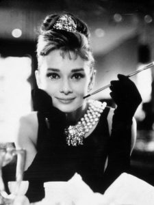 film-stills-of-breakfast-at-tiffanys-with-1961-accessories-cigarette-cigarette-holder-audrey-hepburn