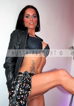 Sarah Escort Model